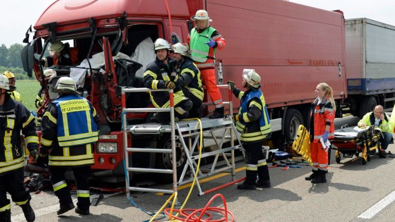 Copy-20of-20Lkw-Unfall-A8-Riedheim-Juni15-27